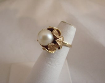 Vintage 14 K yellow gold and pearl ring