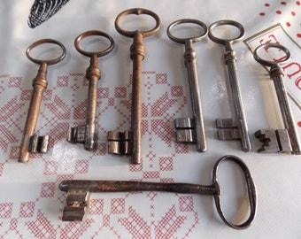 French vintage set of 7 Keys