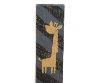 Giraffe sign, Safari nursery, kids room decor, rustic kids decor, rustic sign, pallet wood sign, nursery pallet wood sign, boy decor