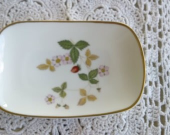 Soap Dish in Wild Strawberry (Bone) by Wedgwood