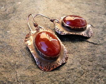 Hammered copper jewelry, Cabochon Earrings, Artisan jewelry, Agate earrings, Metalsmith Jewelry, Metalwork jewelry, Gemstone jewelry