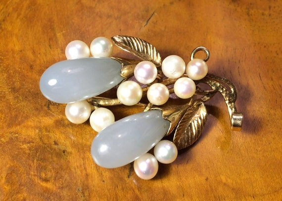 Vintage brooch Ming's of Hanolulu with jade and cultured pearls