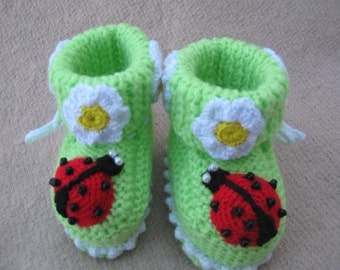Knitted booties for baby. Shoes for newborns.