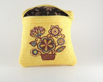 Flower design - Embroidered and lined zipper bag