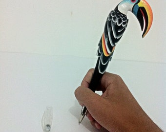 Pen with toucan shape