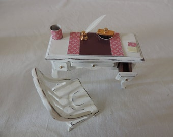 Desk in shabby chic with exclusive writing set, 1:12 scale