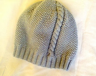 KNITTED GREY BEANIE