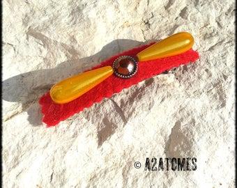 Barrette droite à clip feutrine rouge et perles scintillantes moutarde