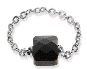 Ring faceted black crystal square stone chain