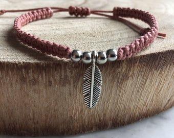 Macrame bracelet old rose + feather pendant