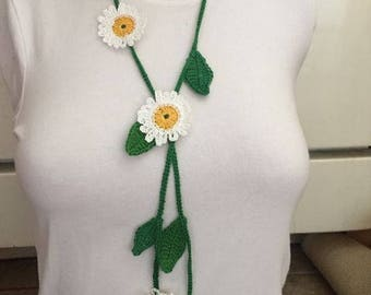 Daisies flowers crochet necklace