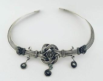 Tribal Miao handmade Neckring, silver women ethnic and fair trade vintage jewelry.  Design bracelet unisex. Tribal style.
