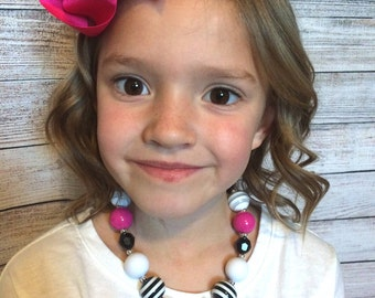 Girls chunky pink and black necklace