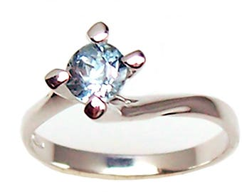 Ladies 18 kt white gold Solitaire ring. with natural aquamarine-Solitaire woman ring in 18kt white gold with natural aquamarine