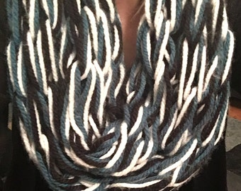 Arm Knitted Infinity Scarf (3 color)