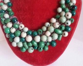 collier con perle di legno dipinto