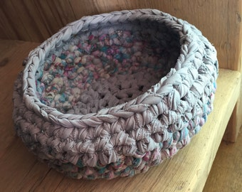 Mini basket/organiser made out of recycled textiles