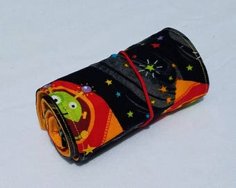 Aliens Crayon Roll Up, with 16 crayons