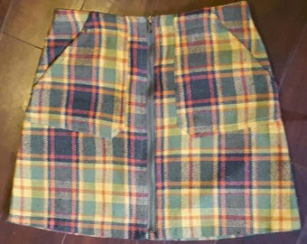 "SCOOBY DOOBY 1960's ""Rocky"" plaid mini skirt with full zipper down the front and pockets."