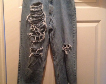 Distressed high waisted Levi Jeans