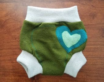 Small (0-6 months) Wool Diaper Cover with Extra Soaker - Heart Applique