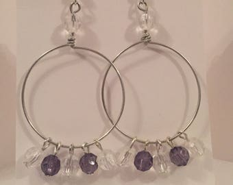 Dangle earrings in grey and white