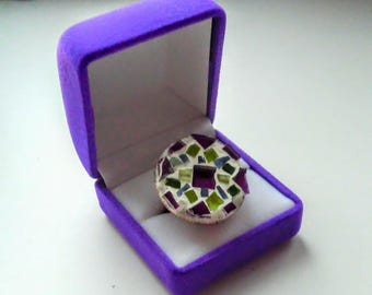 Ring with mosaic pattern