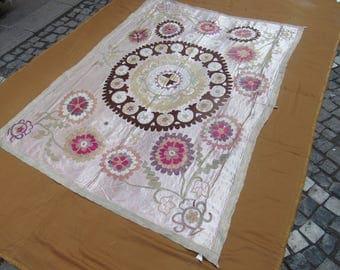 Suzani Bedspread,Vintage Uzbek Suzani,decorative suzani cover,hand made ,needlework suzani,197 cm x 143 cm ,6'5 ft x 4'7 ft
