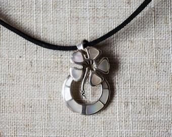 Silver jewelry nacre pendant necklace. Silver flower pendant nacre jewelry necklace. Flower jewelry necklace. Nacre pendant necklace.