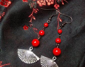 Asian style earring with fan