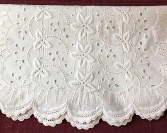 "Vintage Linen Embroidered Eyelet Table Runner Dresser Scarf 33"" x 14"""