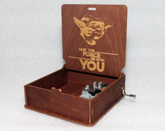 """Master Yoda - May The Force Be With You - Engraved Wooden Music Box - """"Star Wars Theme""""- Jedi Sith Darth Vader - Hand Crank Movement"""