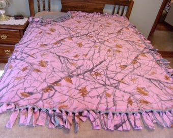 True timber pink camo tie blanket