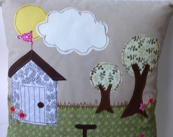 Garden Shed Appliqué Free-Motion Motif Cushion