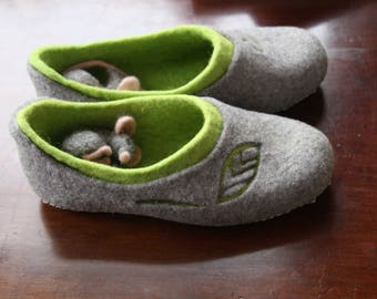 Felted green and gray slippers + 2 mise