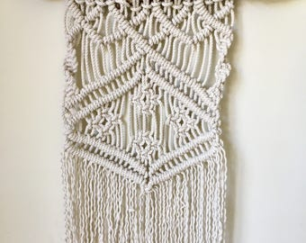 Boho Macrame Wall Hanging//Home Decor//Wall Art//Gypsy//Handmade//Eclectic//Driftwood Art