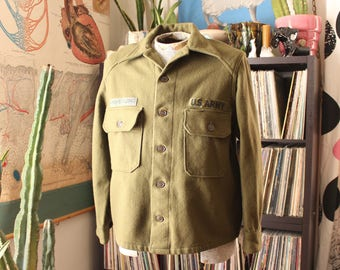 vintage wool Army shirt jacket . mens womens grunge jacket with patches . green military jacket . APPROX large xl