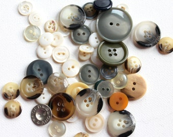 "Little Baggie of a Variety of Buttons - 2"" X 3"" Bag of Button B119"