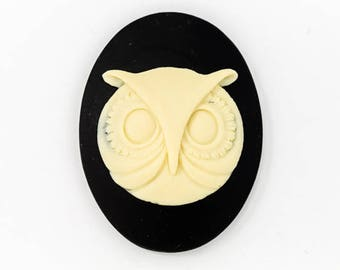 30mm x 40mm Ivory and Black Owl Face Cameo #FPB112