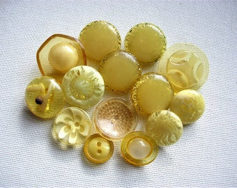Interesting Lot of Various Vintage Lucite/Plastic/Celluloid Buttons
