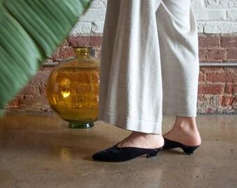 deadstock black velvet slide sandals / mules shoes / babouche style flats / US 6.5 / 839s