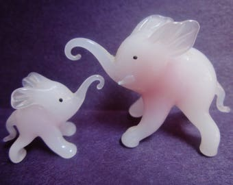 Vintage Rose/white Blown Glass ELEPHANT figurines ~ super sweet mama and babe