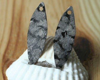 Hand hammered matte finish gun metal tone marquise dangle drop size 28x8mm, 2 pcs (item ID XW00421GMK)
