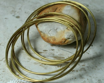 Handmade hammered solid brass bangle, one piece (item ID BRB80m)
