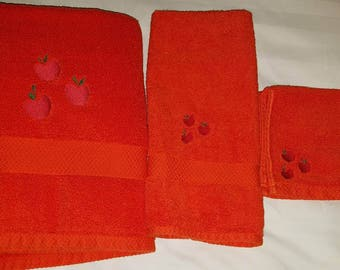 Applejack Embroidered Towel Set