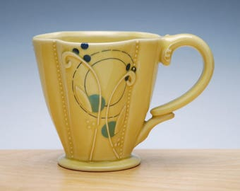 Cutie Floral Deluxe clover cup in Buttercup yellow gloss w. Sky blue & Navy dots and detail, Victorian mod