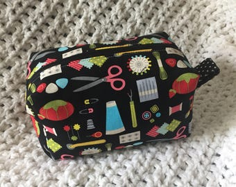 Nifty Notions - Boxy Zipper Pouch
