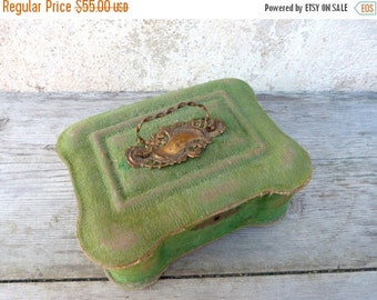 ON SALE 20% Vintage Antique 1890/1900 Victorian  French faded green velvet case box / sewing box