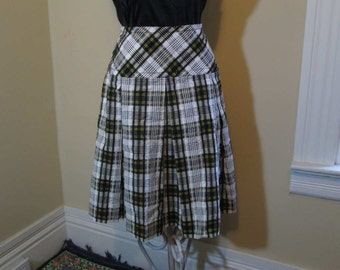70s Vintage Plaid Skirt Seersucker Black and White plaid skirt with Yellow Honey Bee Plaid yoke and pleated skirt M