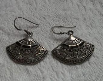 Pair of Lovely Vintage Pierced Sterling Silver and Onyx Fan Dangle Pierced Earrings
